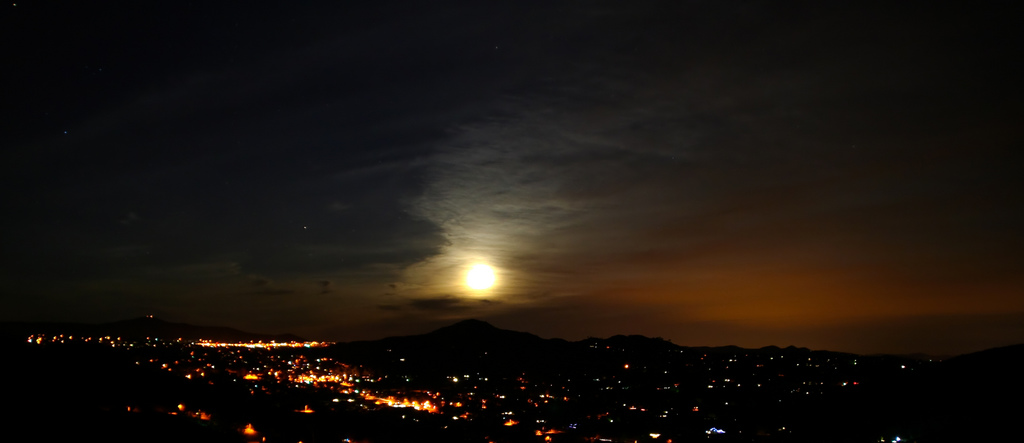 Moonset over Poway, Stephen Kruso December 11, 2008