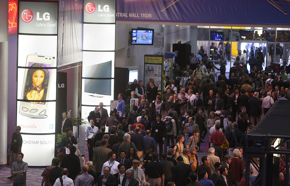 Attendees walking by the LG Electronics display at CES 2010, Credit: Wikimedia Commons