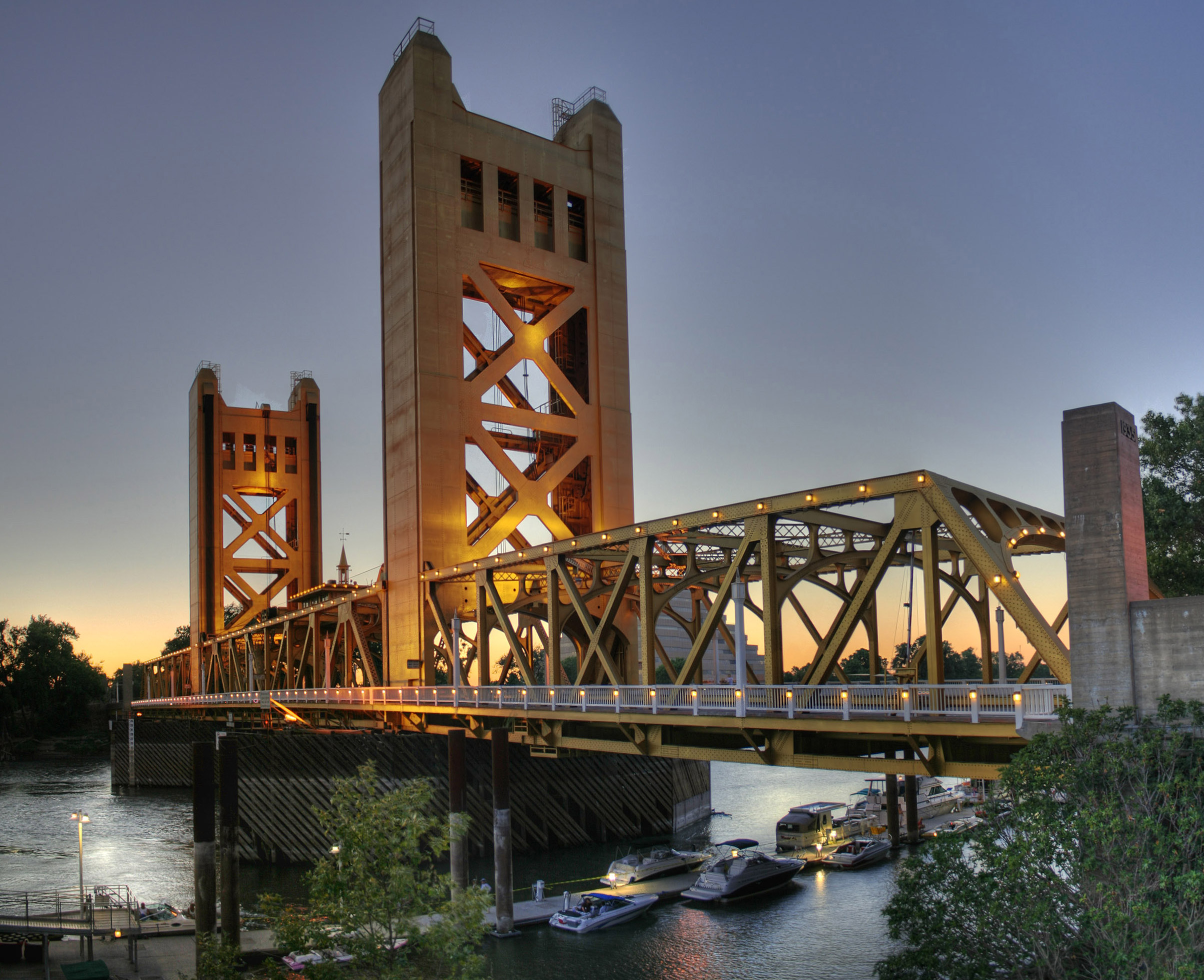 Image taken by Michael Grindstaff of Sacramento, CA from the east side of the Sacramento River as it flows through the city of Sacramento in the US State of California, Credit: Wikimedia Commons